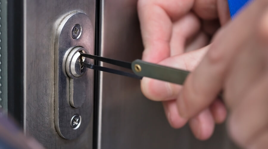 איבדתם את המפתח? הליך פריצת דלת טרוקה בהרצליה הוא התשובה עבורכם